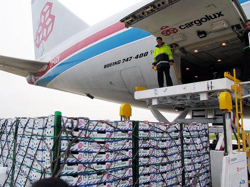 avião cargueiro